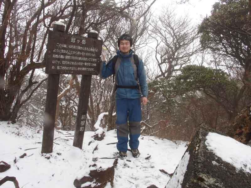 P3150087冠ヶ岳 冠ヶ岳頂上は展望がない、大涌谷から見上げる峻峰は形が良い   八ヶ岳山学